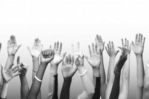 Nuestros nuevos políticos y políticas están en las juntas de vecinos, en las agrupaciones barriales, en los sindicatos, en las organizaciones estudiantiles, de mujeres, de minorías sexuales y de otro tipo. Están en las organizaciones no gubernamentales, en los clubes deportivos de barrio, en los centros culturales, en los centros de padres y apoderados, en los grupos de defensa del patrimonio, en los movimientos ecologistas, de defensa de los derechos de los animales, en fin en todas las organizaciones que la sociedad civil ha construido desde hace ya muchisimo tiempo.