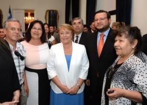 Dirigentes y representante del Mercado Municipal y Escuelas Concentradas con Bachelet